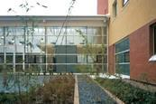 The West Middlesex University Hospital, London by architect Nightingale Associates features blocks arranged around attractive courtyards. These contain the outpatients department at ground floor level with wards above