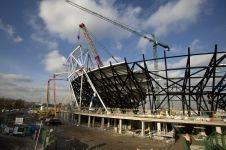 First 2012 Olympic stadium roof truss lifted into position