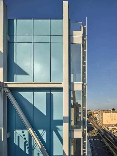 Double-skin glass facade
