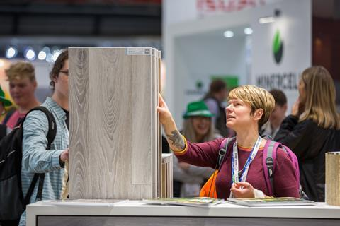 UKCW - Visitors looking at products on stand at Surface & Materials Show - 12 October 2017 (Credit UKCW) (1)