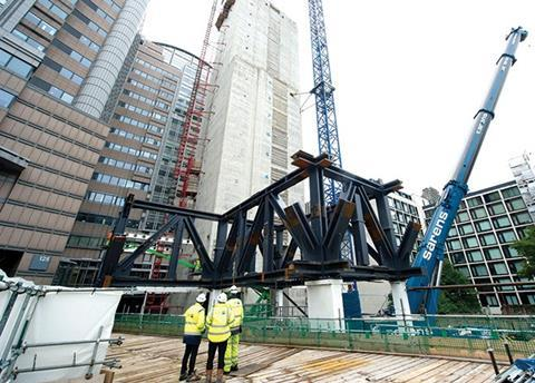 The mega truss steelwork was too heavy for the tower cranes so was assembled using a 500 tonne mobile crane
